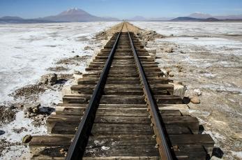 Vias del Tren Parque Nacional Uyuni, Bolivia.