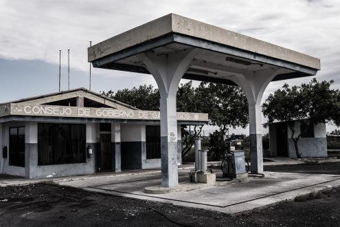Infraestructuras abandonas, construcciones poco ecológicas abandonadas por las mismas entidades responsables de Galápagos.